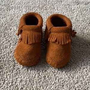 Minnetonka Shoes - Baby Minnetonka moccasins unisex